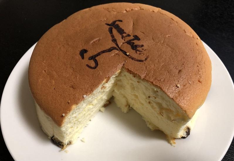 フルーツケーキファクトリチーズケーキカット