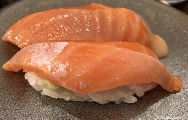 回転寿司ぱさ-るとろサーモン