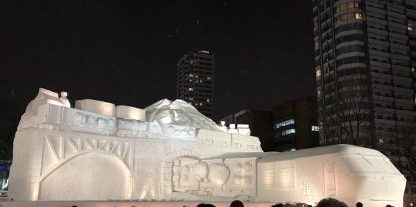 札幌雪まつりレッドベア雪像
