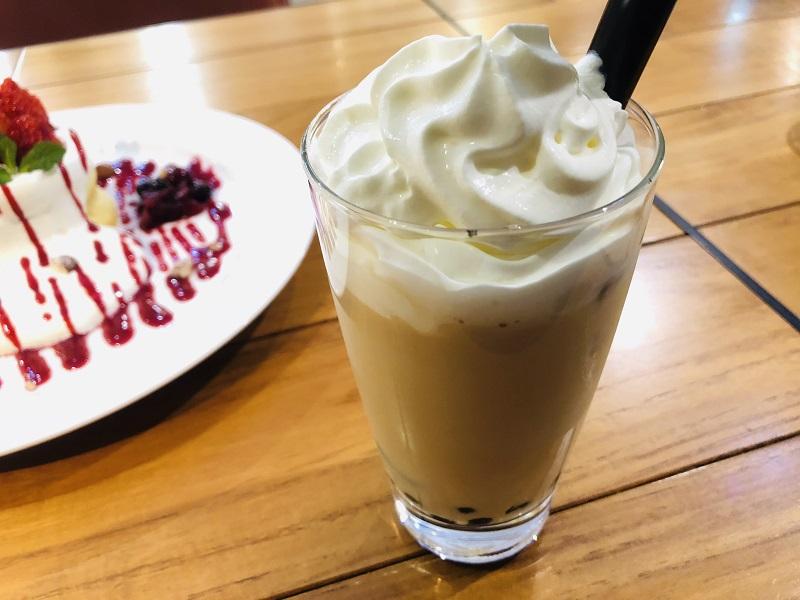 カフェYOSHIMIタピオカとパンケーキ