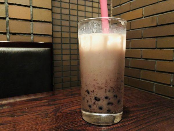 ウッドスペースカフェ・苺ミルクタピオカ
