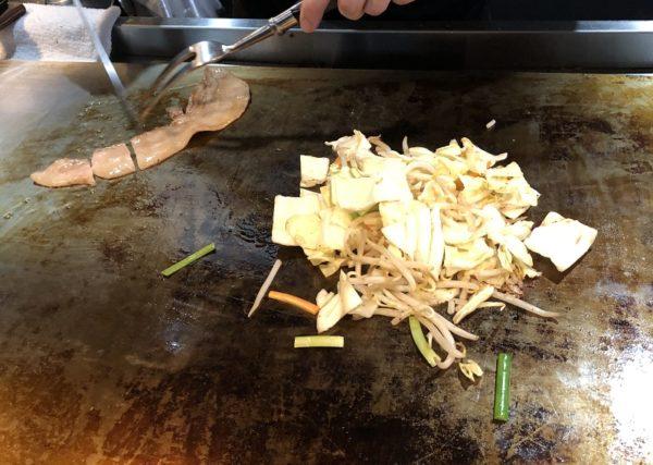 鉄板焼きリキヲ調理