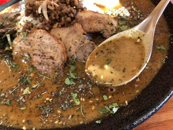 黒岩カリー飯店スパイスカレーパイタンスープ