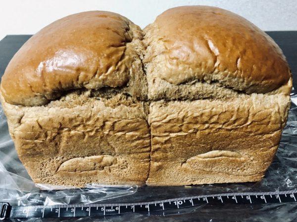 アンビシャス黒糖食パン大きさ