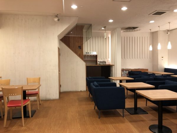 フルーツケーキファクトリーイートイン1階