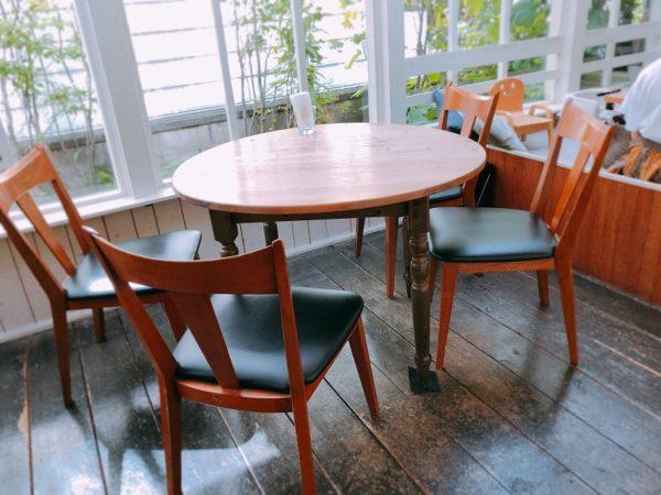 カフェブルーテーブル席