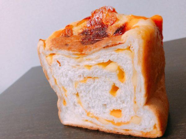 ルミトロンチェダーチーズ食パン