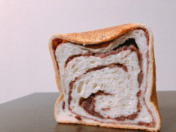 ルミトロン小倉あんこ食パン