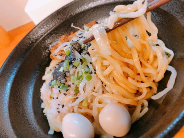 六鶴汁なし黒麺